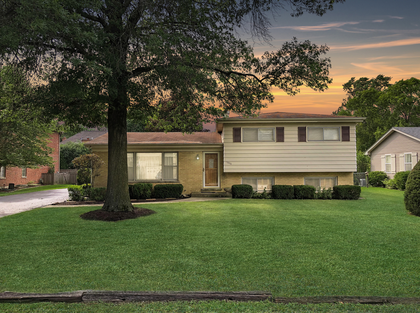 1804 Holly Avenue Chicago's North Shore, North and Northwest Suburbs Home Listings - Allyson Hoffman Northern Illinois Real Estate