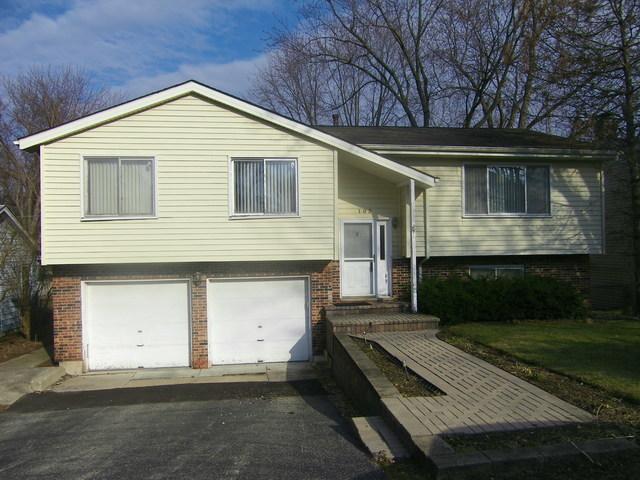 103 Meadow Ln, Oakwood Hills IL 60013